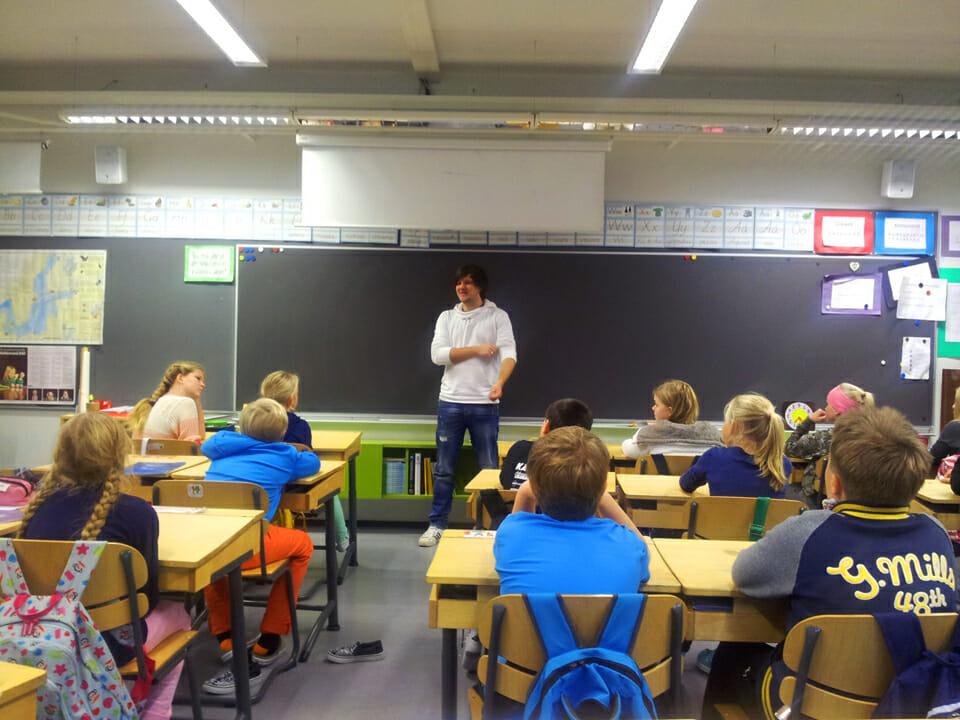 การพัฒนาครูก่อนประจำการของโรงเรียนฝึกสอนครูวิกิ (Vikii Teacher Training School)