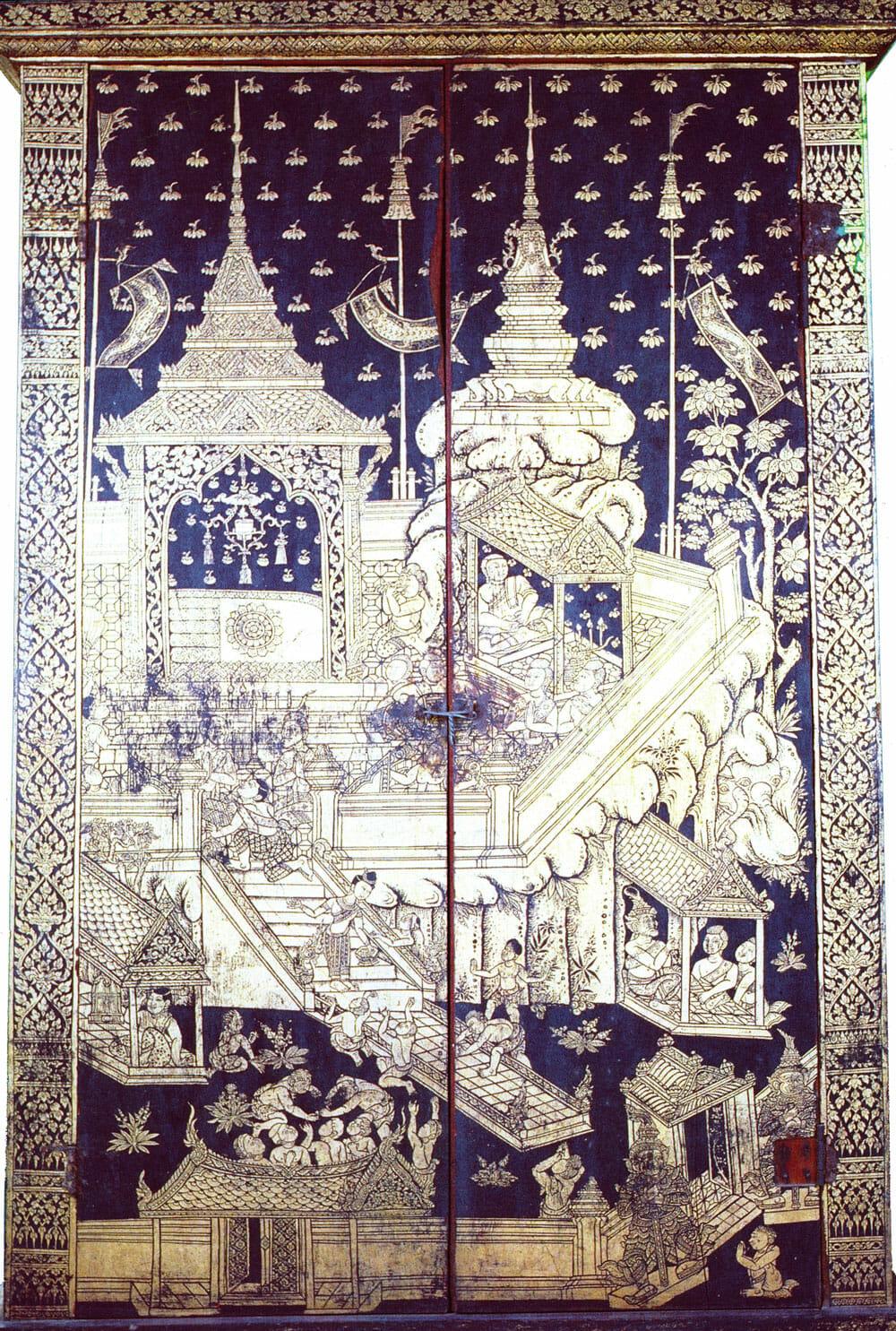 ภาพลายรดน้ำการนมัสการรอยพระพุทธบาทบนตู้พระธรรม สมัยรัตนโกสินทร์